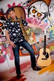 Pared adolescente de la pintada de la guitarra Imagen de archivo