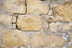Pared agrietada de la roca de la piedra arenisca del vintage Imágenes de archivo libres de regalías