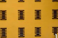 Pared amarilla Fotos de archivo