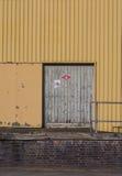 Pared amarilla del número 4 del embarcadero Fotos de archivo