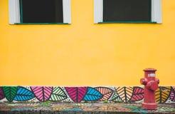 Pared amarilla en Bahía, Salvador - el Brasil fotos de archivo