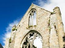 pared arruinada de Abbaye de Beauport en Paimpol Imagenes de archivo