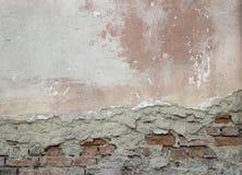 Pared arruinada vieja con el ladrillo Imagen de archivo libre de regalías