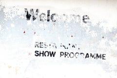 Pared blanca del vintage con el viejos restaurante y Live Show Advertisin Foto de archivo libre de regalías