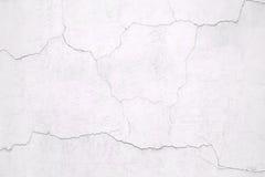 Pared blanca, el yeso agrietado superficial, textura concreta Foto de archivo libre de regalías