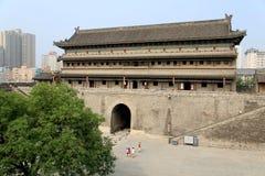 Pared china y puerta de la ciudad antigua en la ciudad de Xian Imagen de archivo