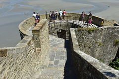 Pared circundante de Mont Saint Michel, Normandía, Francia Foto de archivo libre de regalías