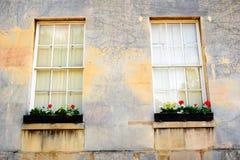 Pared clásica hermosa con las ventanas Fotografía de archivo libre de regalías