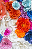 Pared color de rosa hermosa hecha del papel colorido, backg del día de tarjetas del día de San Valentín Fotografía de archivo