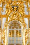 Pared con la puerta en palacio Fotografía de archivo libre de regalías