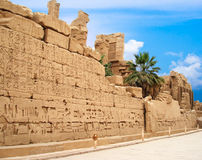 Pared con los jeroglíficos fotos de archivo libres de regalías