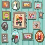 Pared con los retratos de la familia Imágenes de archivo libres de regalías