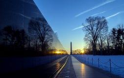 Pared conmemorativa en la salida del sol, Washington, DC de los veteranos de Vietnam imágenes de archivo libres de regalías