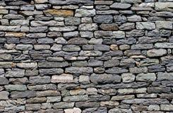 Pared construida de piedra natural. Imagen de archivo libre de regalías