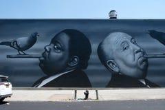 Pared de Alfred Hitchcock Graffiti en Brooklyn, NYC fotografía de archivo