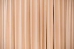 Pared de cortinas anaranjada imágenes de archivo libres de regalías