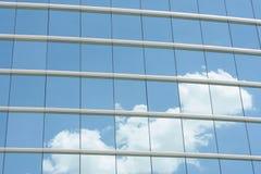Pared de cristal azul del edificio de oficinas Imagen de archivo libre de regalías