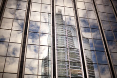 Exterior del centro de negocios de cristal contemporáneo fotografía de archivo