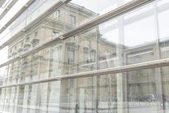 Pared de cristal del edificio de oficinas Foto de archivo libre de regalías