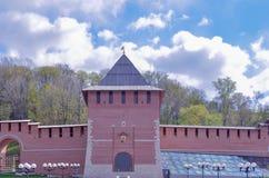 Pared de Kremlin en Nizhny Novgorod en verano Foto de archivo libre de regalías
