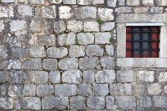 Pared de la casa con la ventana Imagen de archivo