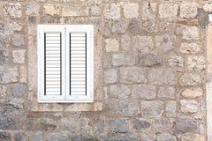 Pared de la casa con la ventana Fotografía de archivo