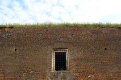 Pared de la celda de prisión fotos de archivo