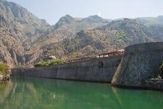 Pared de la ciudad de Kotor fotos de archivo libres de regalías