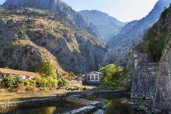 Pared de la ciudad vieja de Kotor en el sol, Montenegro Foto de archivo libre de regalías