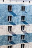 Pared de la construcción de viviendas con las ventanas Fotografía de archivo libre de regalías