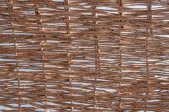 Pared de la decoración con el modelo que teje de la ramita natural Imágenes de archivo libres de regalías