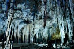 Pared de la estalactita en cuevas del compartimiento de Kao Foto de archivo libre de regalías