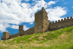 Pared de la fortaleza Genoese antigua en Sudak Foto de archivo