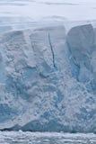 Pared de la hoja de hielo continental en la suma antártica de la península Imagen de archivo libre de regalías