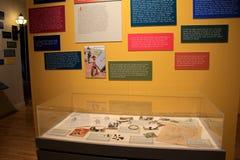Pared de la memoria con las palabras de Viet Nam Vets, jugando de nuevo los horrores de la guerra, museo militar, Saratoga Spring Imagen de archivo