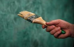 Pared de la pintura con el cepillo Ucrania, enero de 2019 imagen de archivo libre de regalías