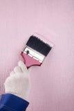 Pared de la pintura del pintor en color rosado Imagen de archivo