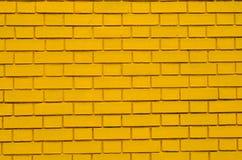 Pared de ladrillo amarilla Fotos de archivo libres de regalías