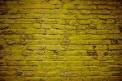 Pared de ladrillo amarilla vieja Imagenes de archivo