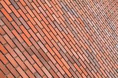 Pared de ladrillo anaranjada, fondo, posición diagonal Fotos de archivo libres de regalías