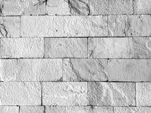Pared de ladrillo brumosa blanca y gris para el fondo o la textura fotos de archivo