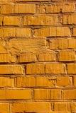 Pared de ladrillo coloreada en color anaranjado Fotos de archivo