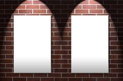 Pared de ladrillo con áreas gemelas del aviso imagen de archivo libre de regalías