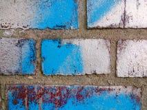 Pared de ladrillo con la pintura blanca/azul Fotografía de archivo libre de regalías