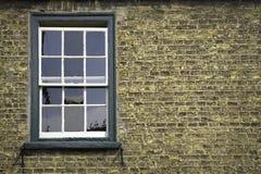 Pared de ladrillo con la ventana Fotos de archivo libres de regalías