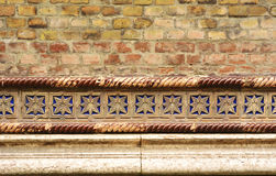 Pared de ladrillo con los detalles - fondo de Synagoge Imagenes de archivo