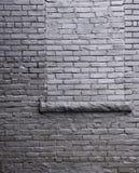 Pared de ladrillo con un rectángulo de ventana. Imagen de archivo libre de regalías