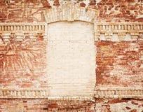 Pared de ladrillo de Grunge con el marco en blanco Fotos de archivo libres de regalías