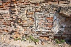Pared de ladrillo de Ruinde de una casa Fotografía de archivo