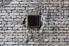 Pared de ladrillo del vintage con la ventilación Imagen de archivo libre de regalías